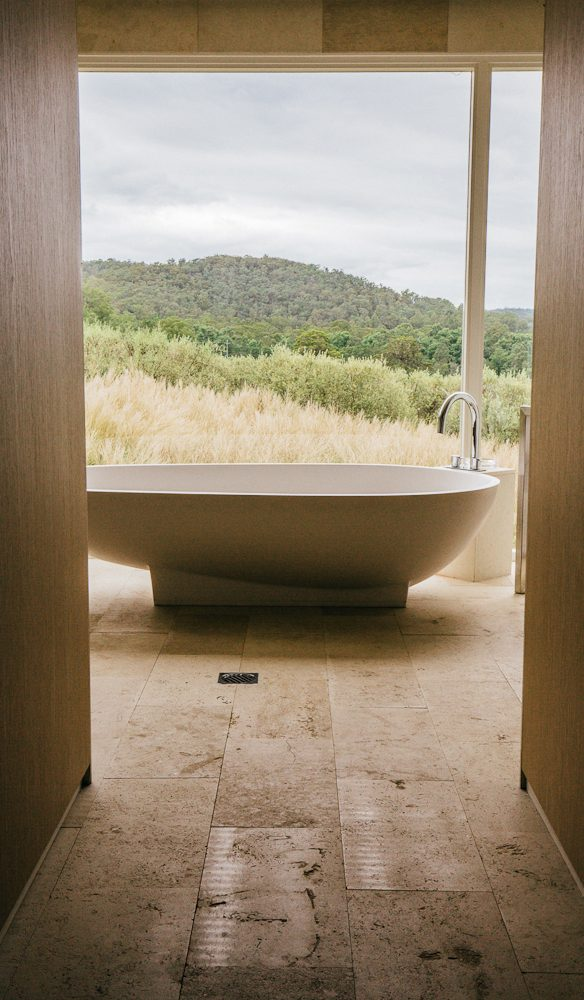 The dreamy bath at Valleyfield Escape (photo: Elise Hassey).