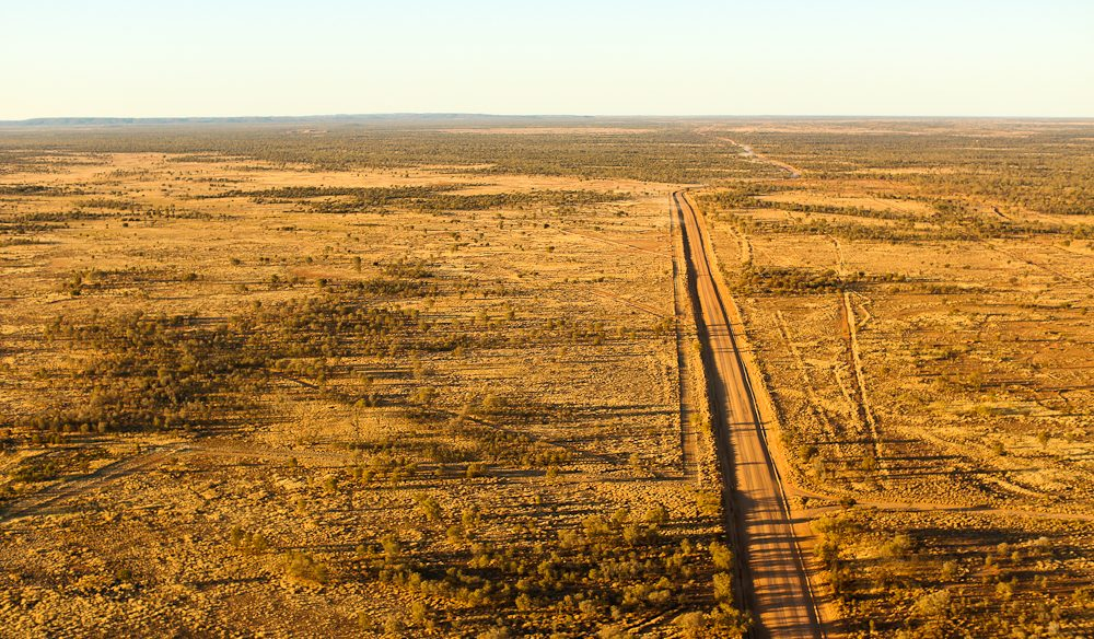 Chasing the horizon in a hot air balloon near Alice Springs (photo: Jennifer Pinkerton).