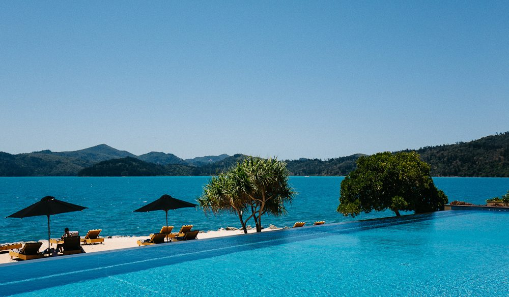 Languid pool time at qualia (photo: Elise Hassey).