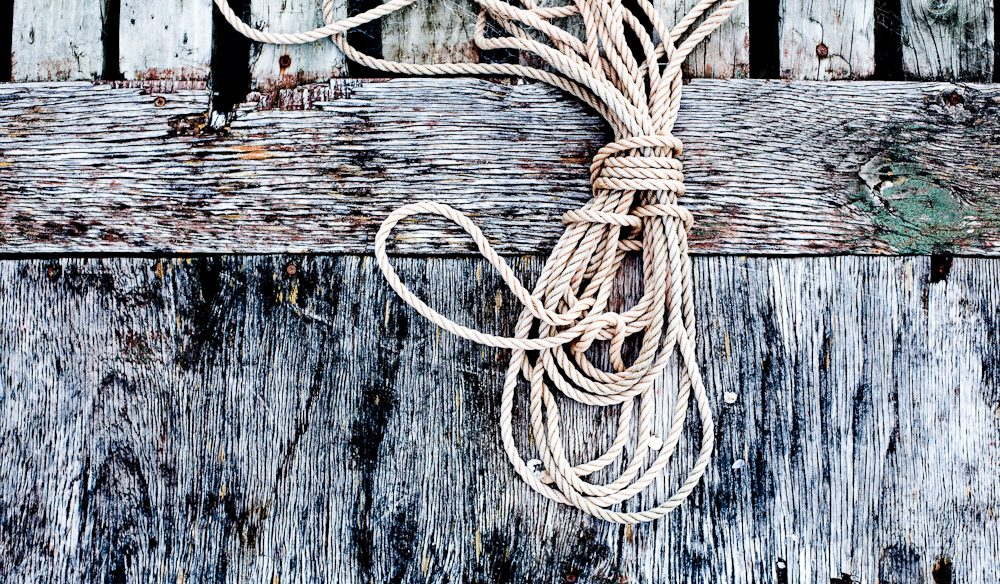 Jetty rope, Satellite Island, Tasmania (photo: Mark Chew).