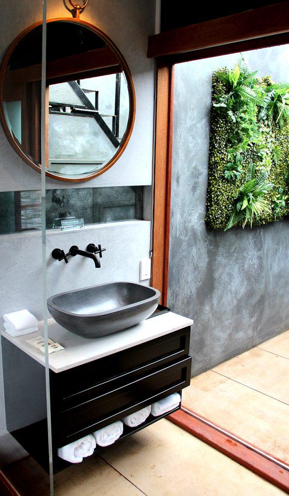Sydney's best floating bathroom?  HotelTonight's Spontaneity Suite is in Sydney for just one week.
