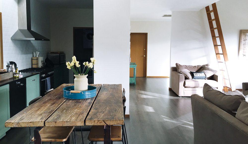 The spacious contemporary interior of Kookaburra Hill (photo: Megan Arkinstall).