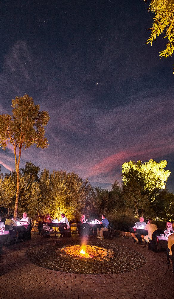 Dinner under the stars at Kings Canyon Resort.