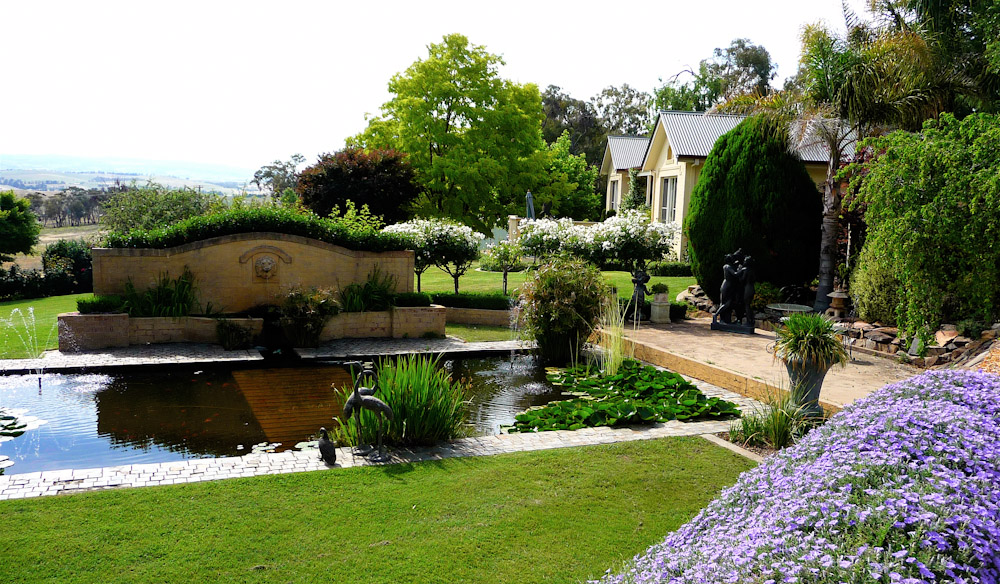 Lovely lush gardens of Lochinvar Luxury Cottage in Bathurst NSW.