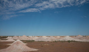 Coober Pedy moonscape mining holes