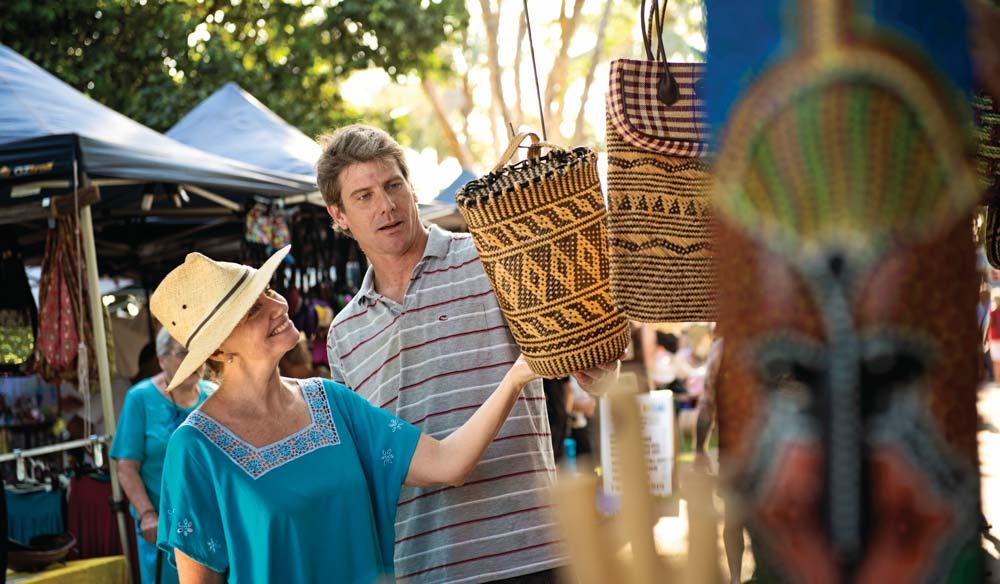 Looking at the wares of Darwin's Mindil Beach Sunset Markets (photo: Tourism NT).