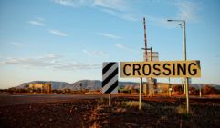 Crossing the tracks from mining country to the scared country of Karijini (photo: Jonathan Cami).