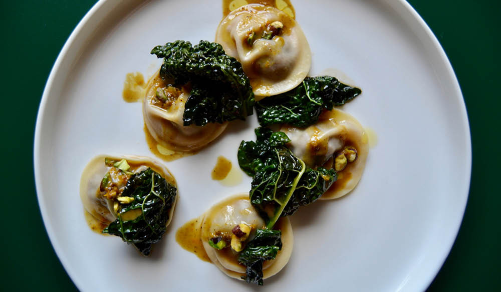 Duck tortellini with pistachio and kale from Fico (photo: Oskar Rossi).