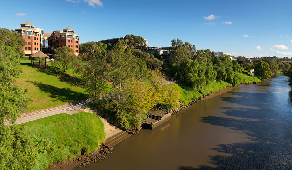 Stay on the shores of the Yarra River with Amora.