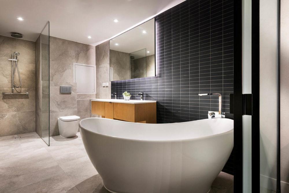 River Suite bath Tradewinds Hotel
