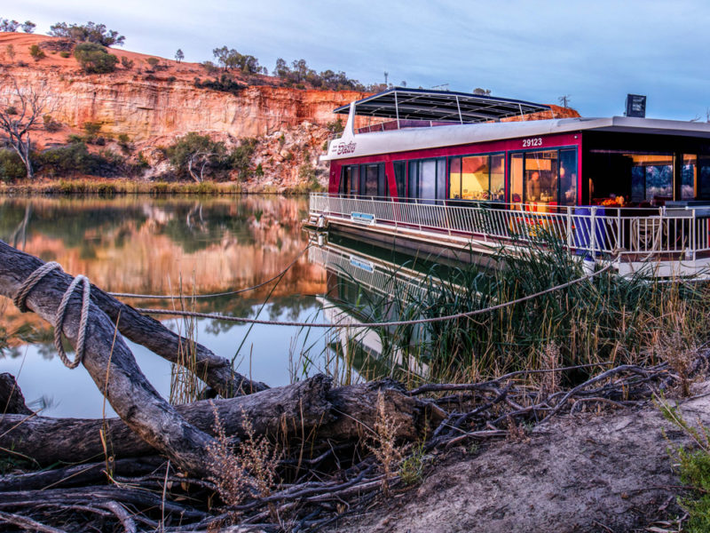 Quentin Chester murray river houseboat